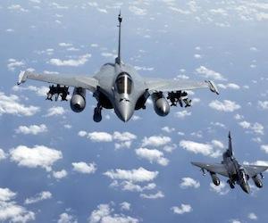 """Señales de desesperación: Francia dice que no puede cargar con lo esencial del """"esfuerzo"""" en Libia"""