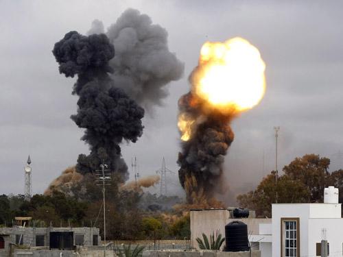 Nuevos bombardeos de la OTAN en capital de Libia alcanzan edificios civiles