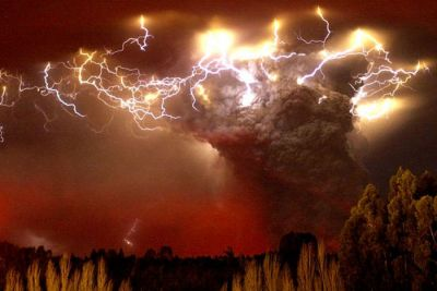 Nube de cenizas del volcán Puyehue afecta a Chile y Argentina