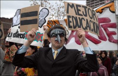 Imponente manifestación en Chile exige educación pública