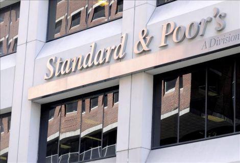 Standard & Poor's rebaja la calificación de diez bancos españoles