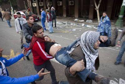 Ejército egipcio asesina a 6 manifestantes  y hiere a otros 220